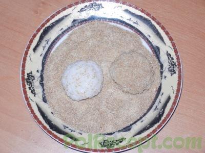 шарики из риса в сухарях