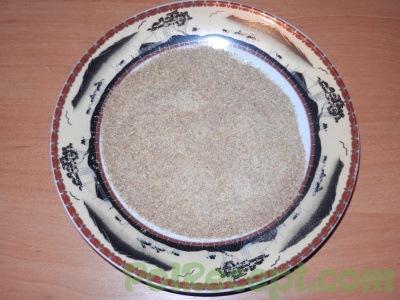 тарелка с панировочными сухарями