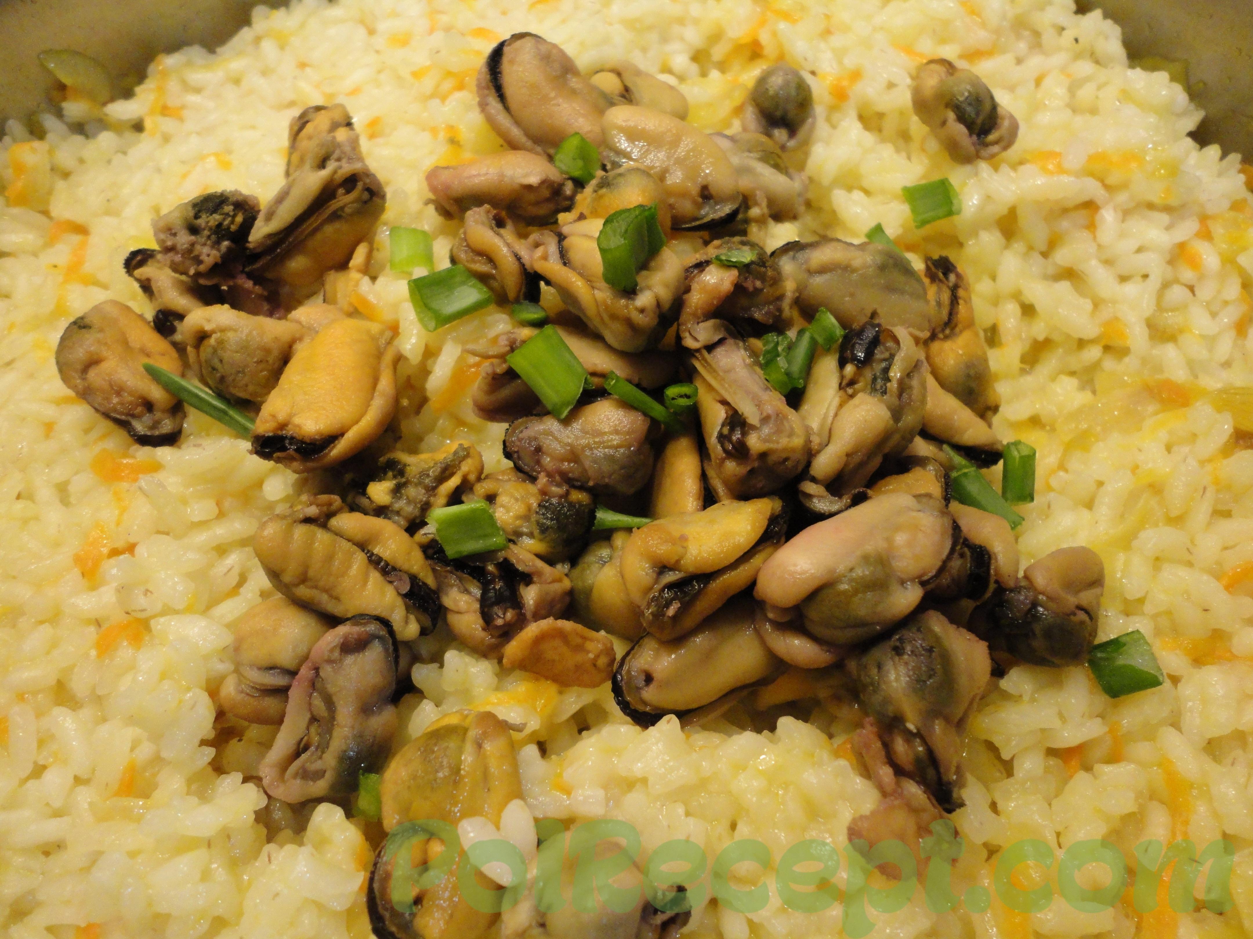 готовое блюдо на столе в тарелке