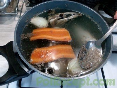 морковь и луковица и рыба