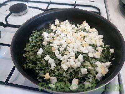 лук шпинат рис и яйца