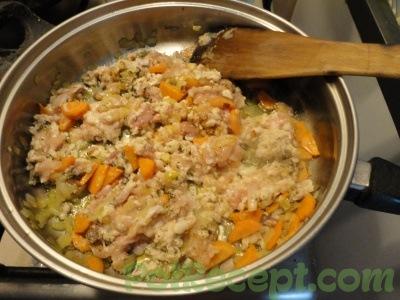 фарш и овощи на сковороде