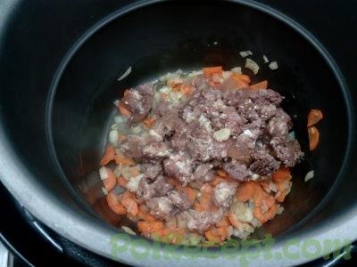 лук и морковь и тушенка в мультиварке