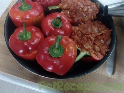 начиненные перцы на сковороде