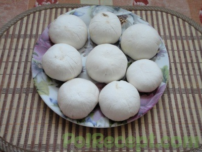 грибы на тарелке