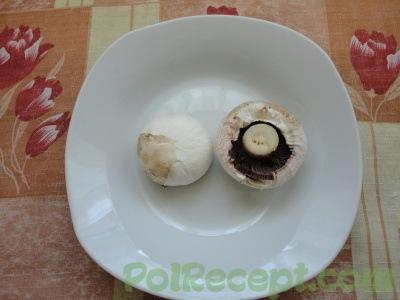 шампиньоны в тарелке