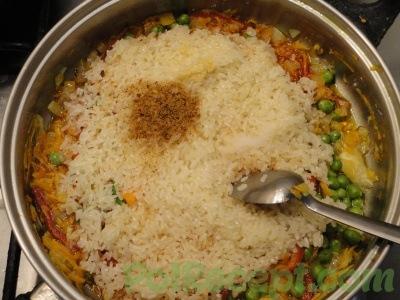 обжаренные овощи и рис