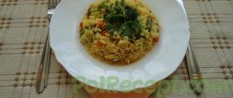 готовый рис в тарелке