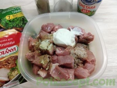 мясо со сметаной и специями