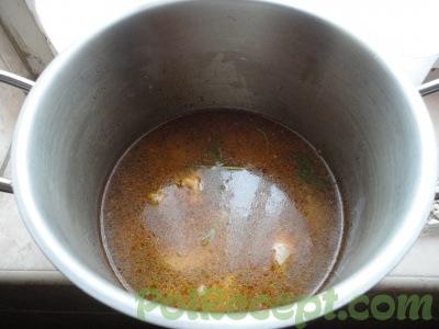 обжаренное мясо с водой