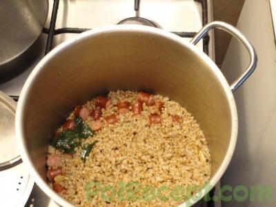 готовое блюдо в кастрюле