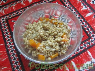 крупа с луком и морковью