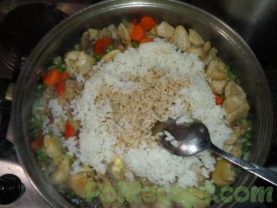 овощи на сковороде с рисом